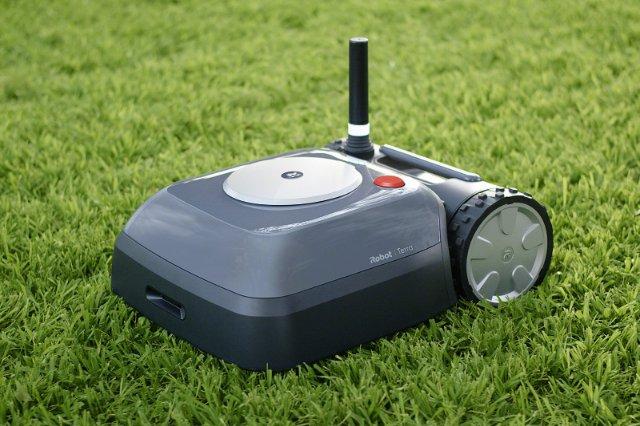 Компания iRobot выпустила своего первого робота-газонокосилку Terra