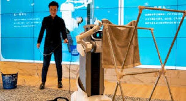 Компания Mira разработала робота двухрукого робота для стирки белья Ugo