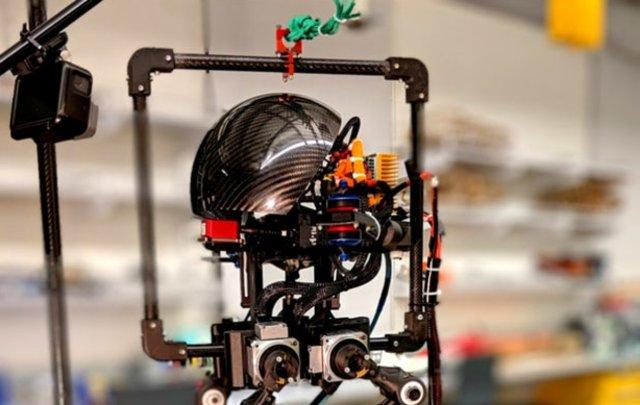 Разработчики Северо-восточного университета представили робота Leonardo, способного передвигаться по земле и воздуху