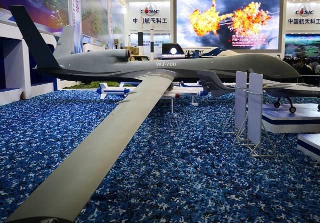Китай представил военный дрон WJ-700