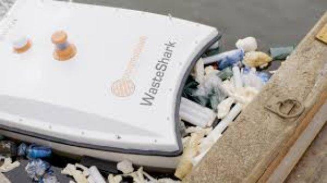 Авквадрон WasteShark выпустили собирать мусор в Дубай Марине