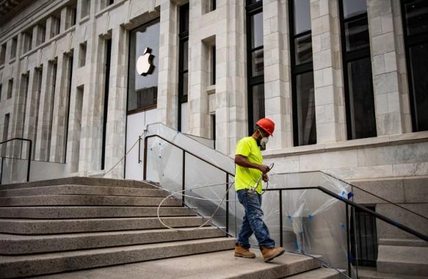 Apple потратила более 30 млн долларов на реставрацию библиотеки Карнеги, чтобы открыть в ней новый фирменный магазин