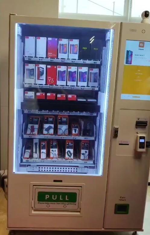В Индии открылся автомат для продажи Redmi и аксессуаров к ним