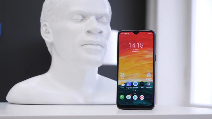 Распаковка и видеообзор Realme 3: один из лучших до 10 000 рублей