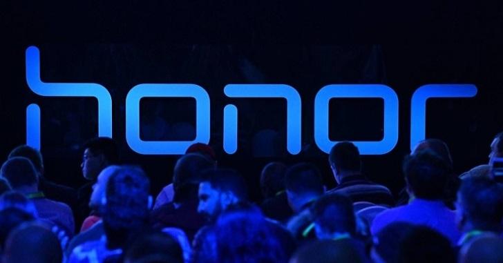 Honor Band 5 замечен на реальной фотографии – достойная альтернатива Xiaomi Mi Band 4