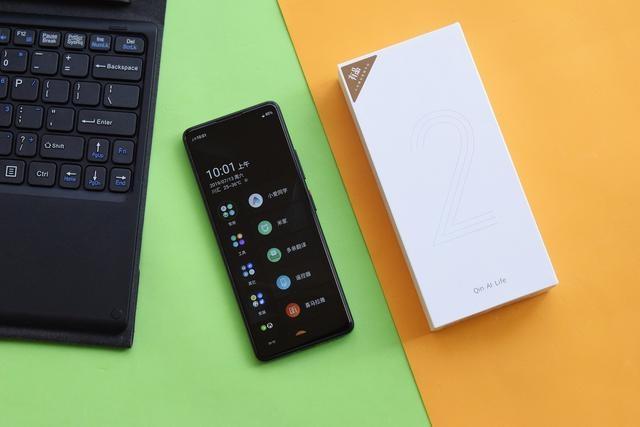 Xiaomi представила уникальный смартфон Qin 2 за 73 доллара