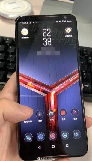 Живые фото ASUS ROG Phone II с 120-Гц экраном