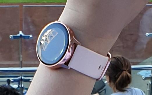 Samsung Galaxy Note 10+ и Watch Active 2 на живых фото из Кореи