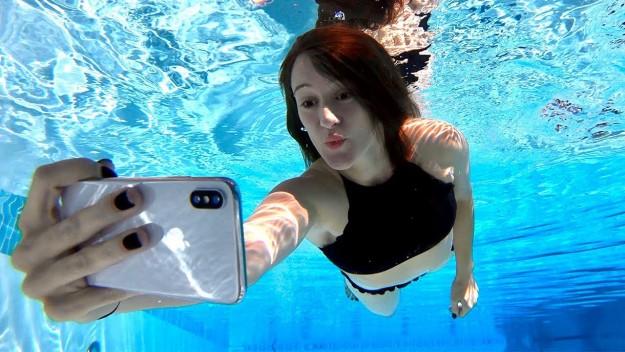 Новые iPhone станут первыми смартфонами с пригодным для использования экраном под водой