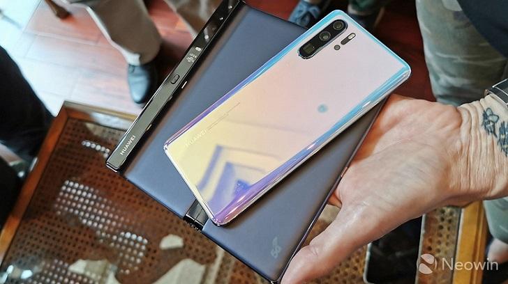Обновлённые характеристики и реальные фотографии Huawei Mate X