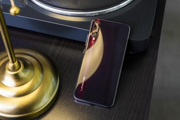 8 причин приобрести UMIDIGI X: короля соотношения цены и качества с сенсором отпечатков пальцев на экране за 9.99