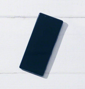 Sony Xperia 2 на живых фото: три камеры и длинный дисплей
