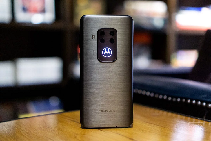 Motorola One Zoom – смартфон с продвинутой камерой за 429 евро