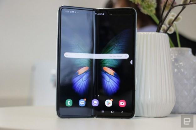 Вчера Samsung заново представила Galaxy Fold, а сегодня отменила все ранние предзаказы на этот смартфон в США