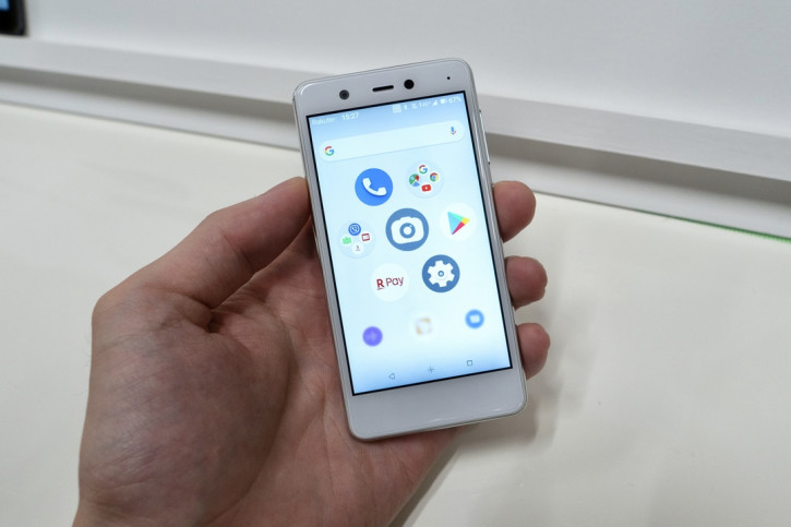 Анонс Rakuten Mini: меньше iPhone SE и с 16-Мп камерой