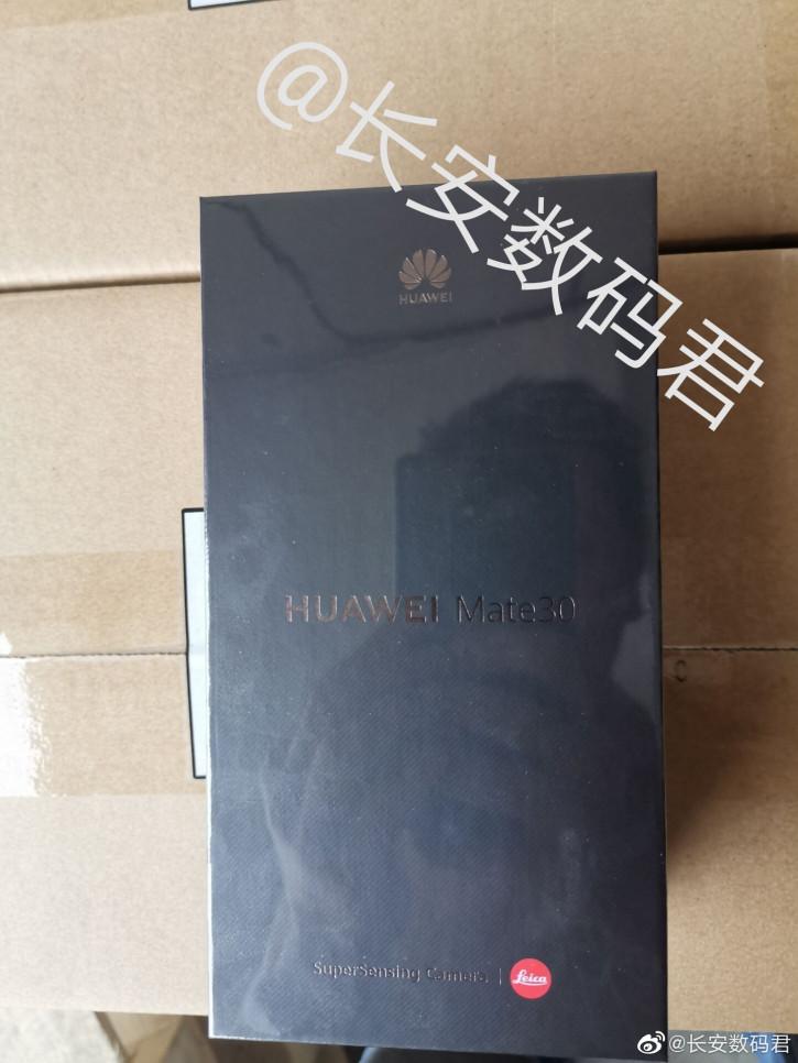 Заводская коробка с Huawei Mate 30 с SuperSensing-камерой на фото