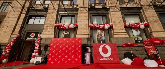 Центральнее не бывает! Vodafone Украина открыли магазин в самом центре Киева. Что в нем?