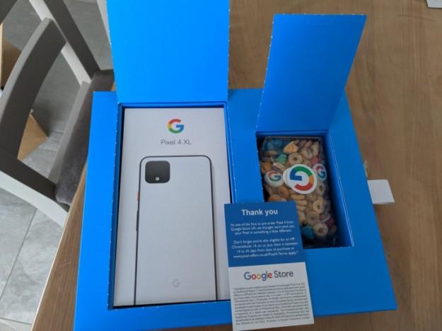 Google Pixel 4 XL и завтрак в подарок: покупатели уже получают заказы
