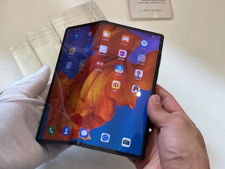 Huawei Mate X оказался на 1000 долларов дороже, чем ожидалось, и не будет продаваться за п ...