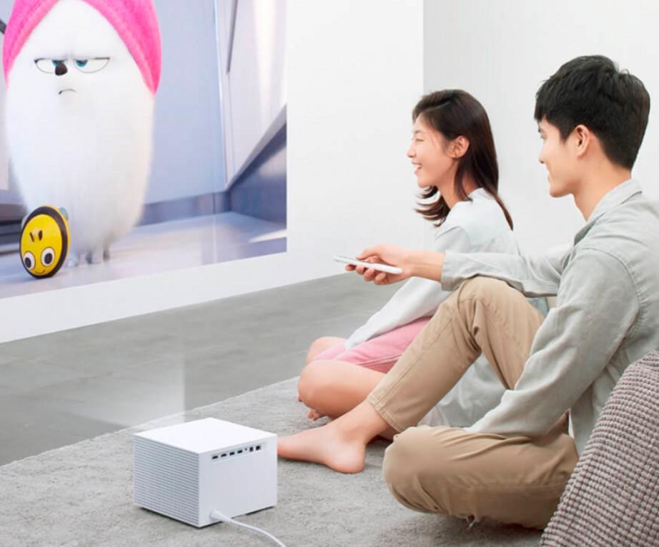 Xiaomi показала компактный и доступный проектор, оцененный всего в 13100 гривен