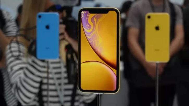 Официальный iPhone XR за 42 490 рублей в России