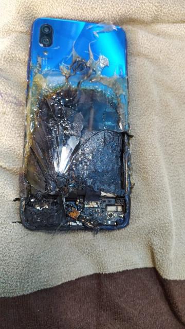 Redmi Note 7S загорелся в Индии, Xiaomi отказала в ремонте