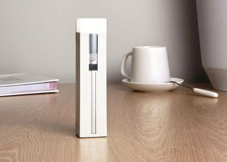 Xiaomi представила устройство 3-в-1 за 17 долларов – фонарик, лампа и павербанк