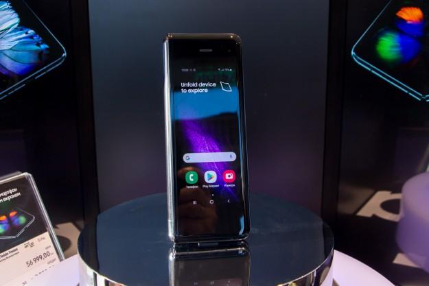Samsung представила в Украине смартфон с гибким экраном - Galaxy Fold. Цена, дата старта продаж, первое впечатление!
