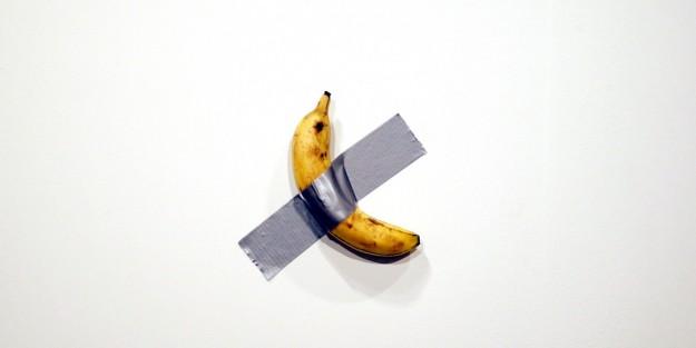 Банан на скотче: производители смартфонов присоединились к флешмобу