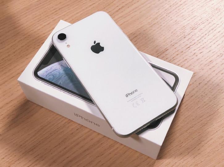 Покупатели предпочитают бюджетные смартфоны и iPhone «для бедных»