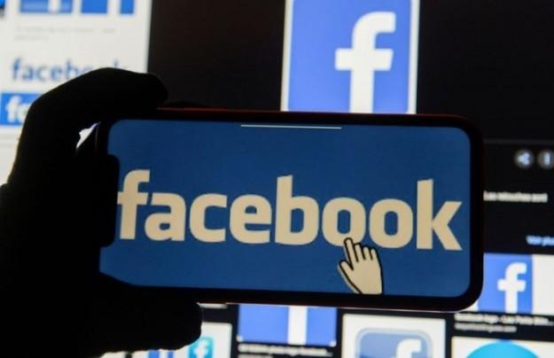 Facebook продолжает разработку темного режима для своего мобильного приложения