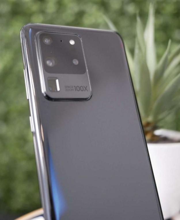 Настоящий Samsung Galaxy S20 Ultra на «живом» фото. Дизайн не завезли?
