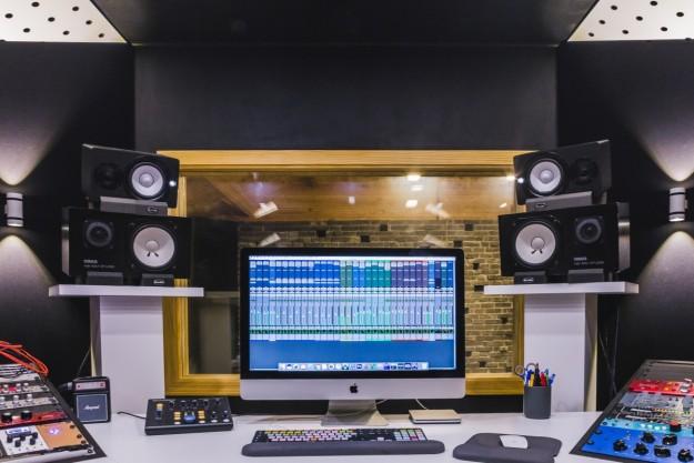 SMARTtech: Зачем нужна домашняя студия звукозаписи и что туда купить? Парой активных колонок не обойтись!