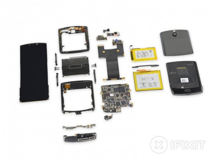 Лучше бы он не ломался: iFixit раскритиковала складной Motorola Razr