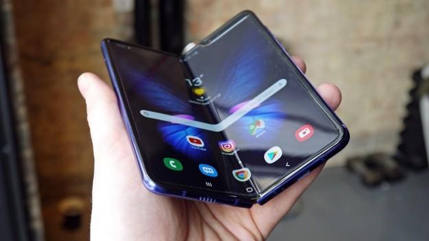 Samsung будет использовать в гибких смартфонах ультратонкое стекло Corning