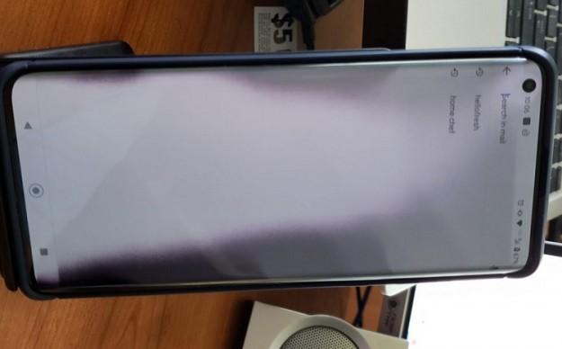 У смартфона Motorola Edge+ стоимостью 00 наблюдаются серьёзные проблемы с дисплеем