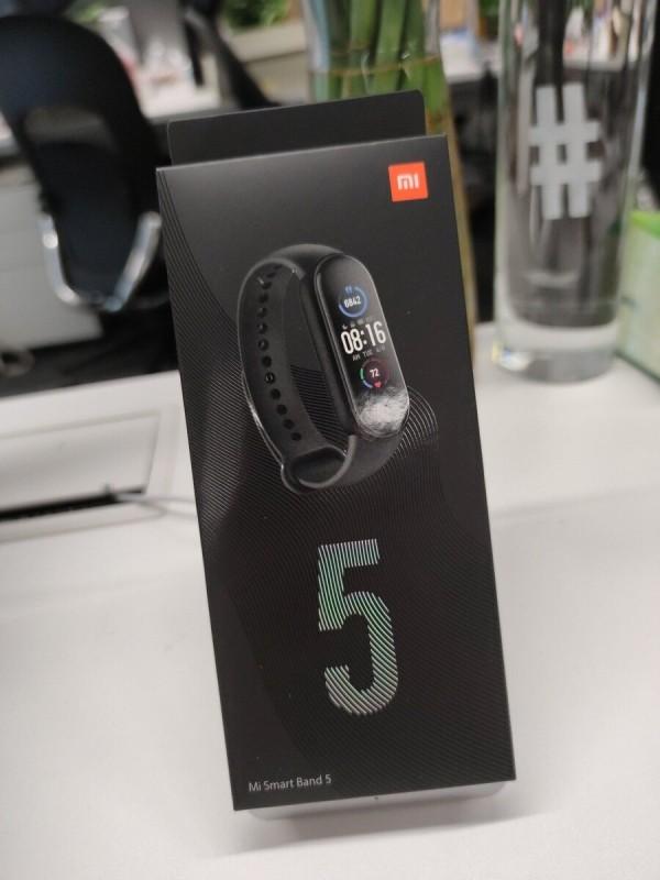 Международная версия Xiaomi Mi Band 5 оказалась лишена NFC, датчика кислорода в крови и Alexa