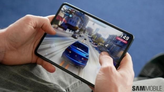 Samsung Galaxy Z Fold 2 отложен? Как бы не так!