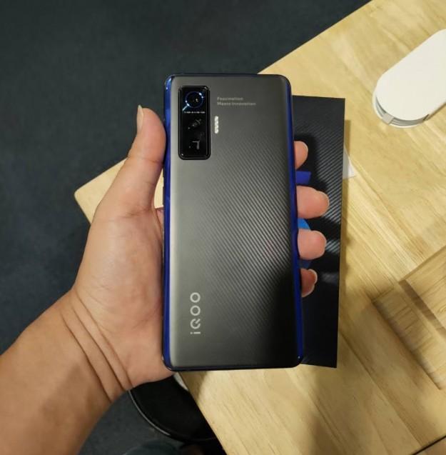 Дизайн топового iQOO 5 полностью раскрыт живыми фото