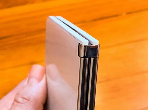 Внутренности смартфона-книжки Microsoft Surface Duo показались на фото
