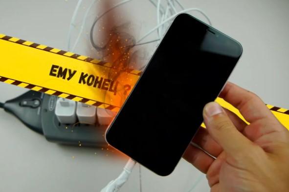 Что будет если подключить смартфон к 10 зарядкам одновременно