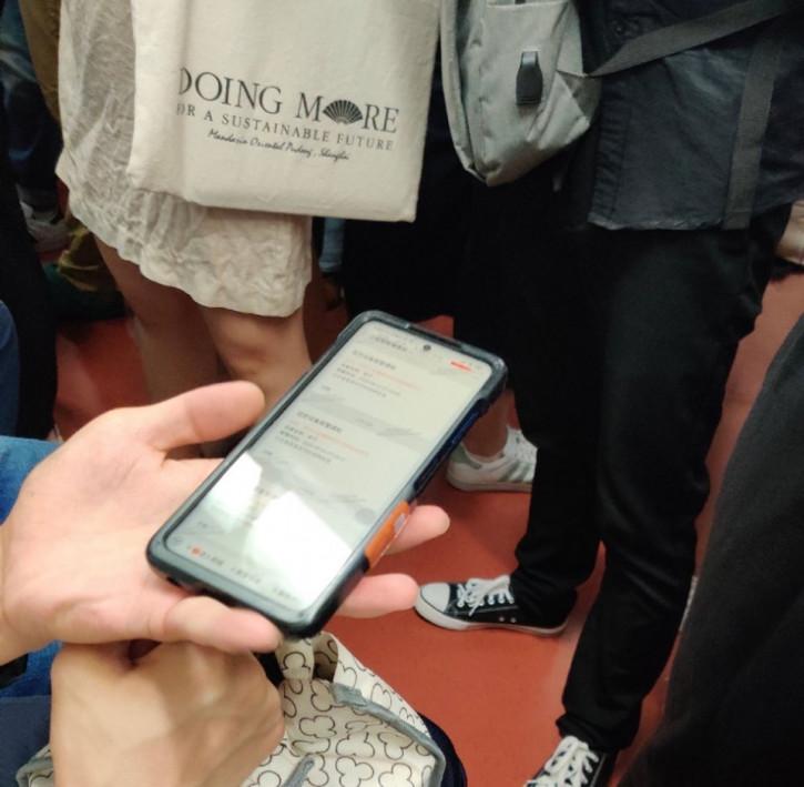 Неанонсированный смартфон Xiaomi заснят в метро