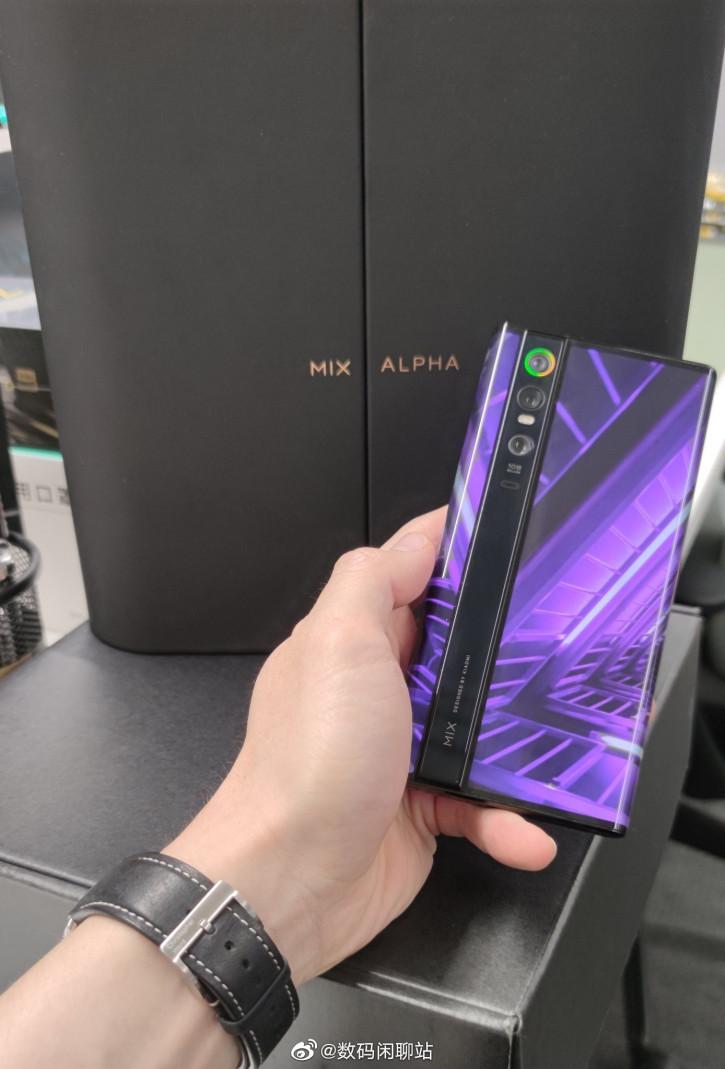 Xiaomi Mi MIX Alpha всё: концептофон так и не добрался до прилавков