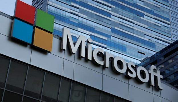 Microsoft запатентовала смартфон-книжку с гибким дисплеем