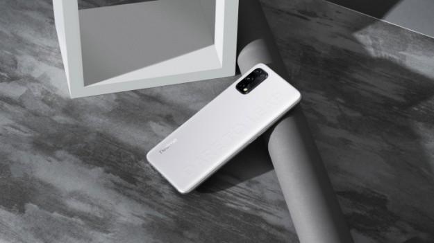 Официальные промо-фото Realme Q2 Pro раскрыли его фишку