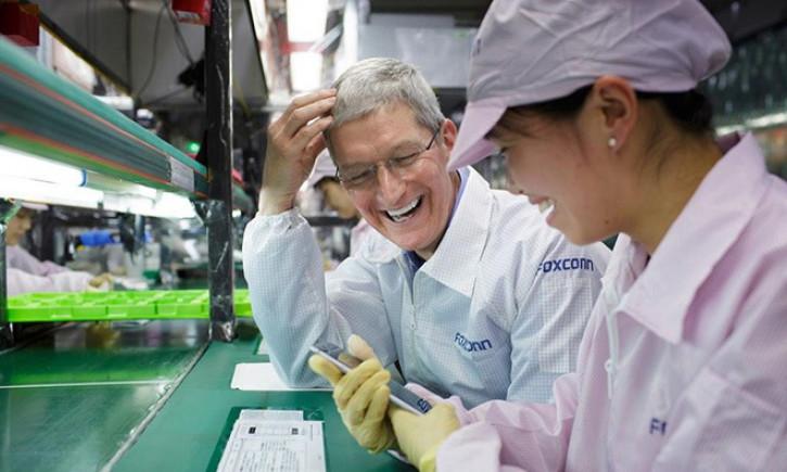 Китайцев лишают выходных из-за iPhone 12, Foxconn отрицает