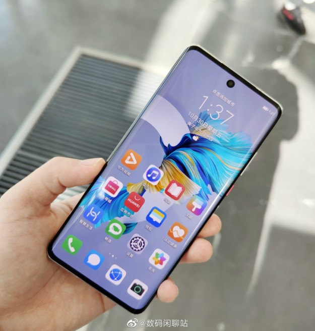 Первое живое фото и характеристики дисплея Huawei Nova 8