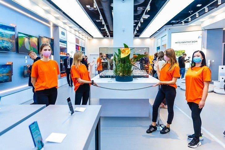 Xiaomi открыла самый большой Mi Store в Европе