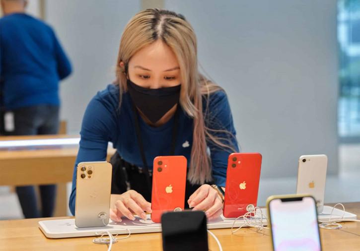 Серия iPhone 12 продаётся в России втрое хуже предыдущей