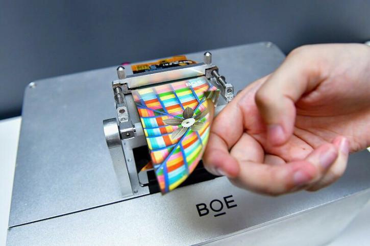Проблемный поставщик начинает производить дисплеи для iPhone 12